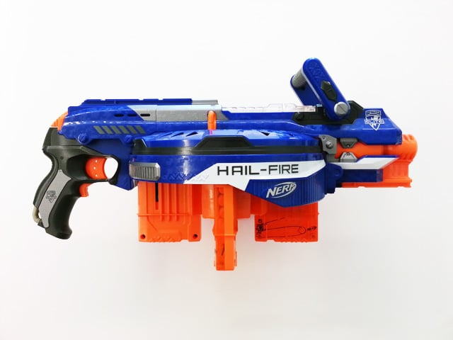 test nerf elite hail fire pistolet nerf. Black Bedroom Furniture Sets. Home Design Ideas